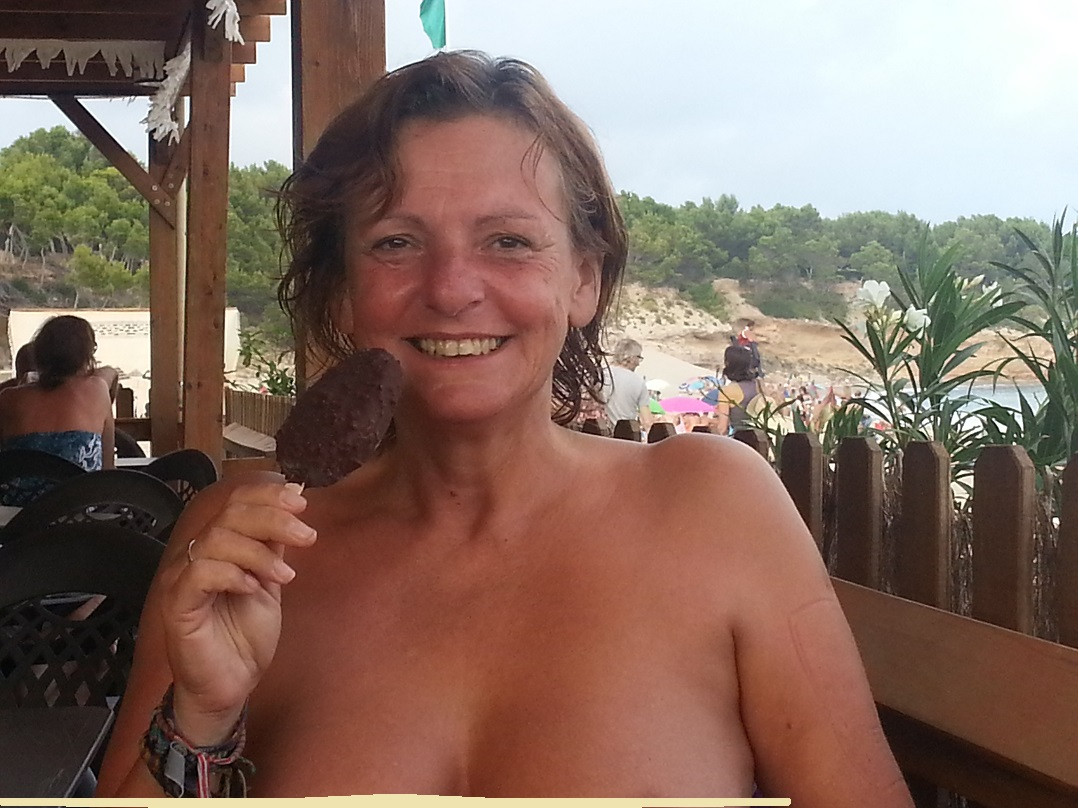 Looks like young naturist MILF